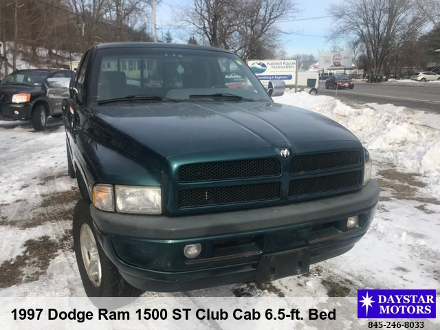 1997 Dodge Ram 1500 ST Club Cab 6.5-ft. Bed